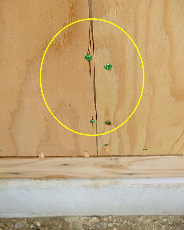 ツーバイフォー耐力壁の端が割れていて耐震性を発揮できない